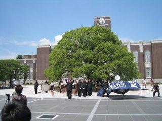 Приветствие бейсбольной команды Киотского Университета
