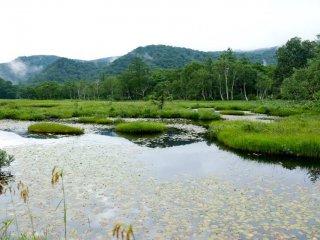 Danau-danau kecil di kiri kana jalur trekking