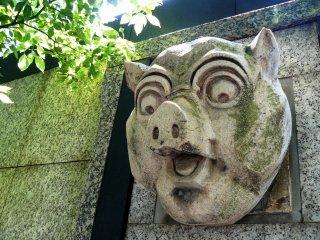 Голова свиньи, напротив, благоговейного трепета не внушает