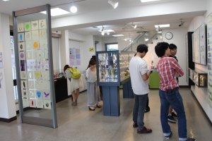 Le musée, malgré son apparence assez vétuste, continue d'attirer les visiteurs japonais