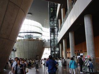 Aucune colonne ne vient soutenir le hall principal.