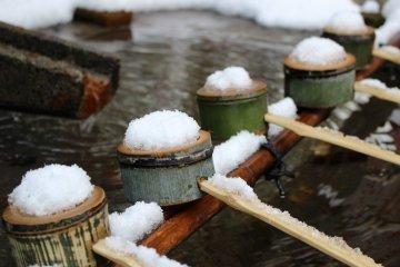 A chozuya in the winter snow