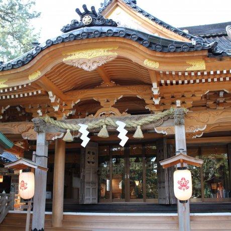 Dans les temples et sanctuaires