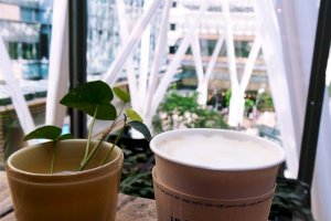 A latte from Idée Café Parc on their outdoor terrace