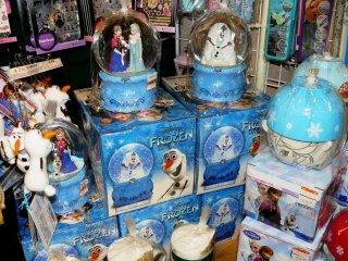 "Сувенирчики с персонажами из ""Холодного сердца"" (Frozen)"