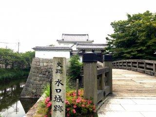 Замок Минакути находится недалеко от деревни ниндзя Кока (или Кога) и ТЦ Минакути Сэйю.