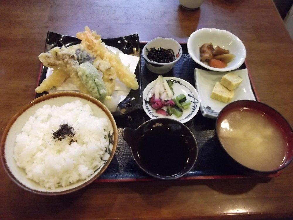 My dinner, the full tempura set