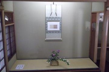 <p>Inside the main teahouse</p>