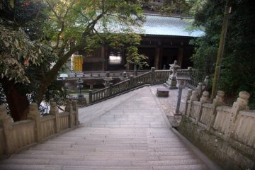 <p>To reach the top you need to climb a long succession of steps, so don&#39;t forget to bring some comfortable footwear!</p>