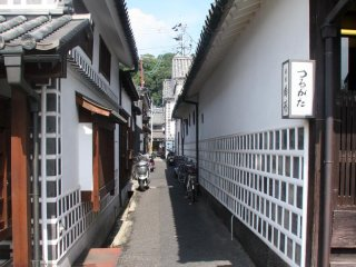 A typical side street in the Bikan district