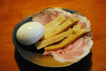 <p>You can add toppings as you like. These are an simmered egg, slices of berbecued pork, and &#39;menma&#39; (Chinese seasoned bamboo shoot)</p>