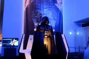 """Dart Vader menyambut pengunjung untuk merasakan """"the force"""" dalam pameran megah ini"""