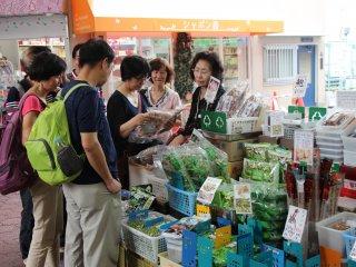 Que ce soit pour les habitants du quartier ou les touristes, Kuromon est une destination de choix pour qui s'intéresse à la gastronomie japonaise