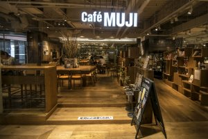 Visitors from the entire Kyushu Region, as well as the nearby Chugoku Region flock here to visit the one and only Café & Meal MUJI (Canal City Fukuoka) in Fukuoka and Kyushu.