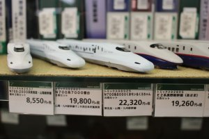Replika dari kereta cepat shinkanshen