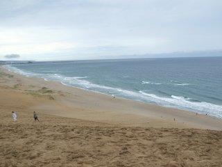 Bukit pasir Tottori berada tepat di dekat Laut Jepang