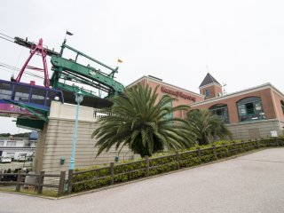 The lower terminus of Kanzanji Ropeway is connected to the Hamanako Pal-Pal Amusement Park!