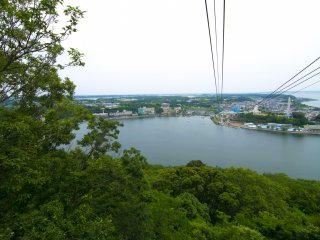 Kanzanji Ropeway offers marvelous views of Lake Hamana and all the surrounding attractions!