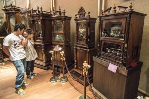 The Hamanako Orgel Museum curates more than 70 of these antiquated but well-maintained musical boxes. Look how huge they are.