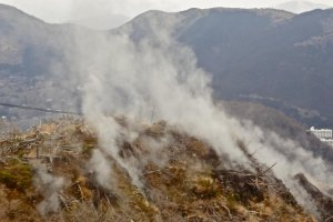 白煙の上がる峰 かつては大地獄と呼ばれていた