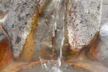 涌出的温泉