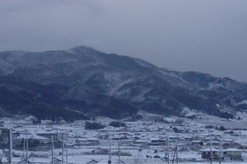 Mt. Ryūō from below, covered in snow