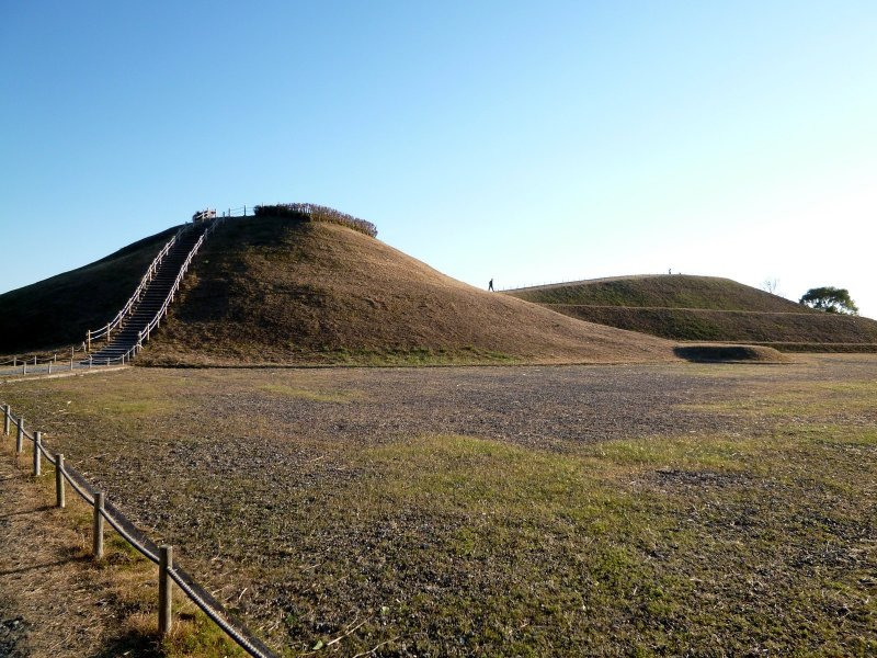 <p>The Sakitama Kofun Park contains nine giant ancient tombs which date back to the 5th - 7th centuries.</p>