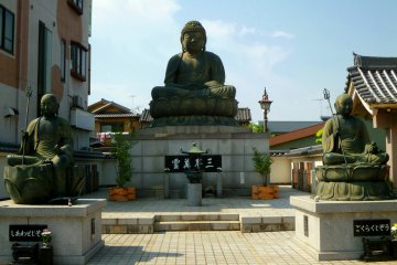 <p>Daichouji Temple, or Gyoda-in, is home to a large seated stone Buddha.</p>
