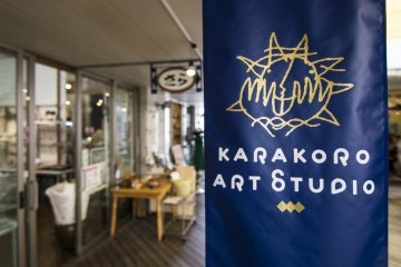 <p>The courtyard is a fusion of many different handicraft shops and studios.</p>