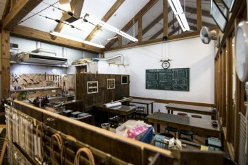 <p>Classes for making small trinklets are available in some of the shops as well. Behind the main shop lies this classroom from making glass/jewellery neckclases.</p>