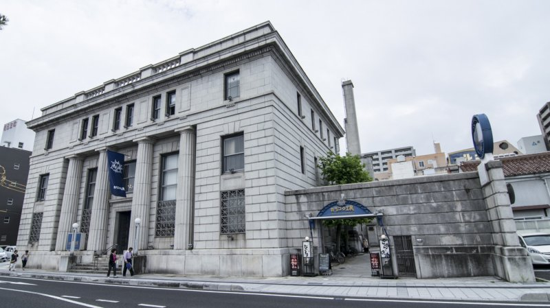 <p>The front facade of Karakoro Art Studio. Using the restored premises of the old Bank of Japan, Karakoro Art Studio stands out with its distinctive European architecture.</p>