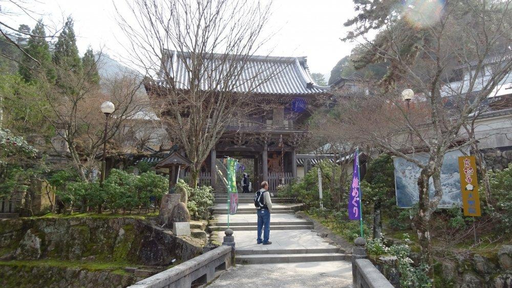 ประตูหลักของวัดไดโชะอิน (Daisho-in)