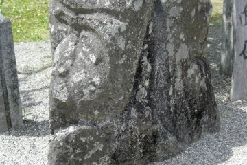 Nimenseki (Two-faced stone carving)