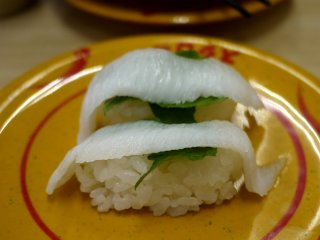 Ikan putih dengan shiso (daun perilla) ini juga enak