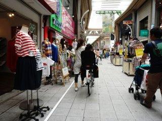 pedestriannya yang nyaman bagi pejalan kaki maupun pengendara sepeda