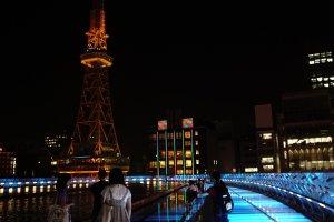 Oasis 21 di waktu malam juga merupakan salah satu tempat yang sering didatangi baik oleh masyarakat Nagoya sendiri.