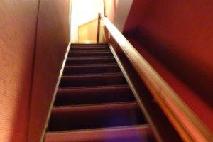 少し急な階段ですね
