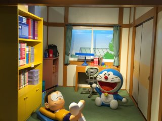 Комната мальчика Нобита, к которому прилетел из будущего кот-робот Дораэмон