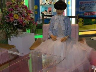 """Дораэмона тоже приглашали на дневную передачу """"Комната Тэцуко"""" популярной телеведущей и детского автора Тэцуко Куроянаги"""
