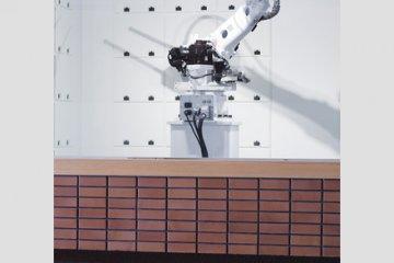 Los huéspedes pueden guardar sus bolsas con este robot.
