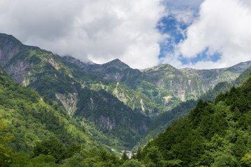 <p>히다산, 일본에서 세번째로 높다.</p>