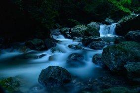 神山の美しい滝