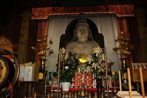 Nyoirin Kannon Bosatsu (Buddha Pengabul Doa) Okadera. Dibuat dari tanah liat dan berusia mendekati 1300 tahun (Buddha dari tanah liat tertua di Jepang). Wajah dan tubuh Buddha yang diukir untuk menunjukkan asal Buddha dari India yang mengindikasikan darimana praktek dan pengaruh bagi para seniman dan Okadera bersumber.