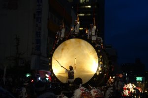 The big taiko (O-daiko) starts off the parade promptly at 7pm