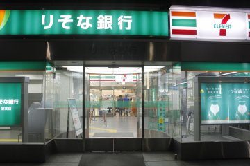 <p>7/11 is open throughout the night.&nbsp;</p>