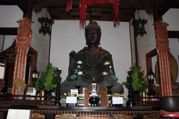 <p>The 1400 year old bronze Buddha of Asukadera. Buddhism in Japan and the art of Buddha sculpting started here</p>