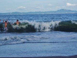 Les vagues de Miura sont énormes