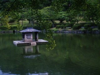 Yakushiike Kôen : une petite cabane au milieu du lac