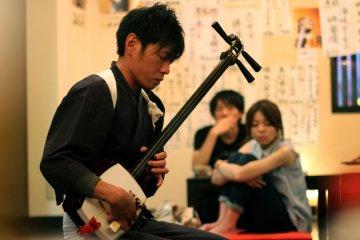 <p>Performing the Tsugaru Jamisen</p>