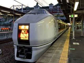 Kereta ekspres Akagi yang menghubungkan Provinsi Tokyo dengan Gunma